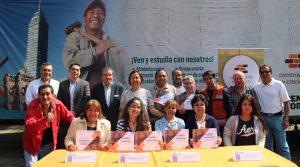 Entrega de reconocimientos en el aula Miguel Hidalgo